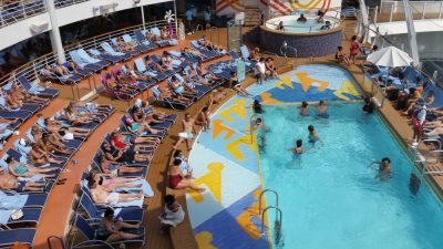 Harmony of the Seas | Adults only pool (c) 2017 Alyce Meserve